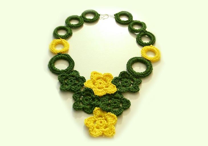 Tutorial-collana-a-uncinetto-con-fiori-e-anelli-rivestiti---Uncinetto-2